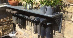 Brauche das! Gummistiefel mit einem Regal … # Verwendet #a # Gummistiefel #rece … #WoodWorking