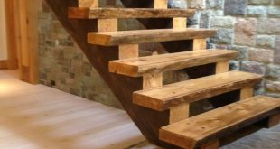 Custom Cottage Stairs (in Bearbeitung) – #work #Cottage #Custom # pitch #trep … #WoodWorking