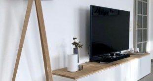 Holzlampe mit weißem Schirm / TV-Board / Wohnzimmerschrank / Unser Wohnzimmer /...
